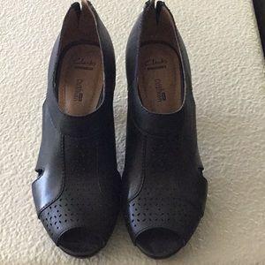 Clark's shoes size 8 M
